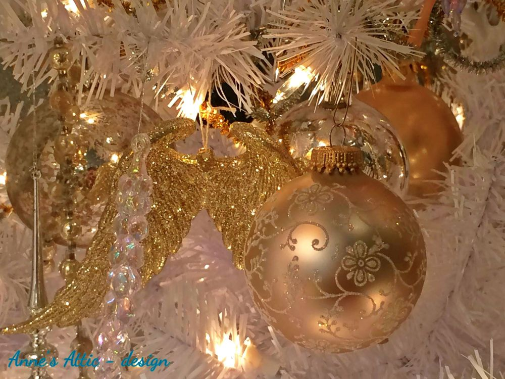 Religious Christmas Relics in the Home (1/6)