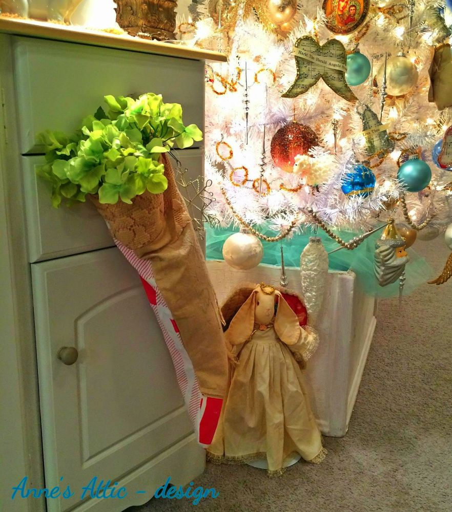 Religious Christmas Relics in the Home (2/6)
