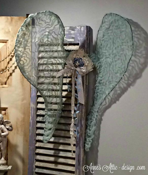 Tour blue wings