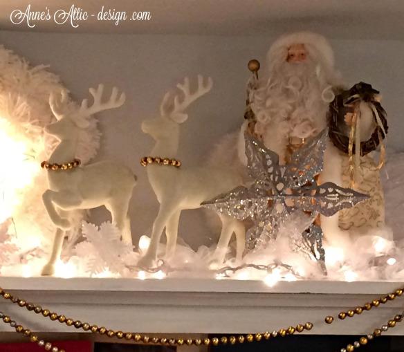 Tour bookcase santa