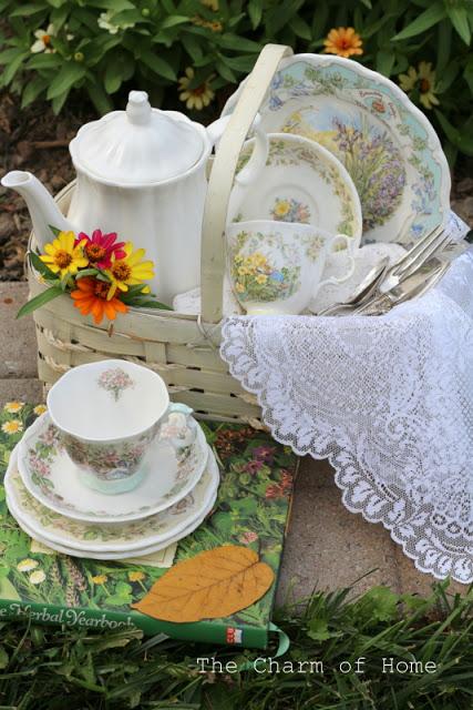 Garden Picnic Tea: The Charm of Home