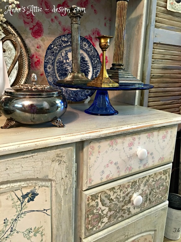 up close hutch drawers